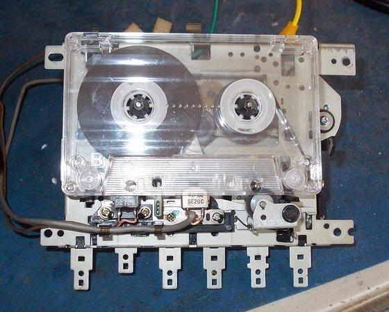 Meccanismo registratore a cassette a due testine