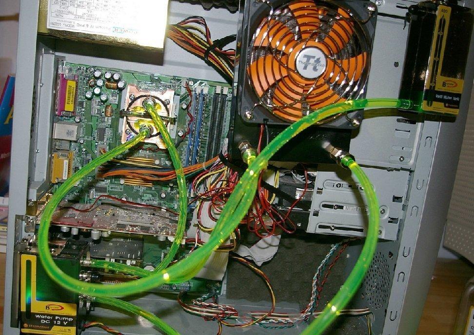 Raffreddamento a liquido del PC - Tubi flessibili e liquido refrigerante